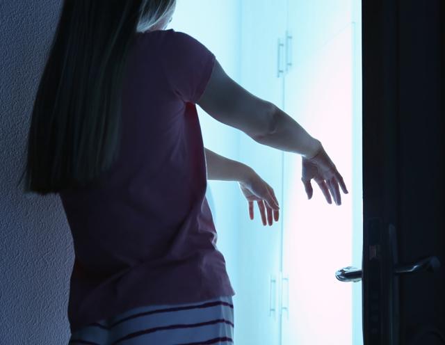 Лунатизм: что это такое, причины у взрослых и лечение