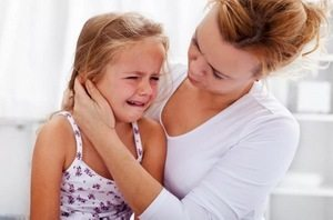 Как успокоить ребенка при его истерике: рекомендации врача