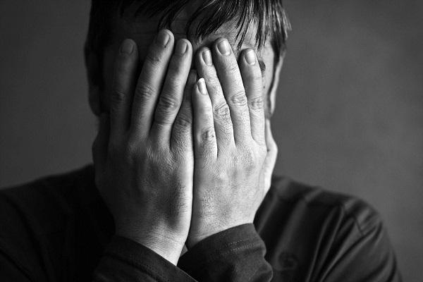 Дисморфофобия: что это, причины, симптомы и лечение