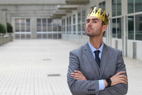Перверзный нарцисс: как распознать и не стать его жертвой