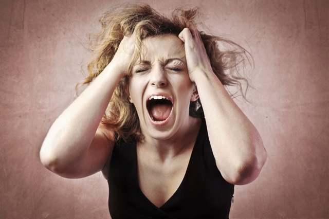 Истерический припадок: признаки, способы коррекции состояния